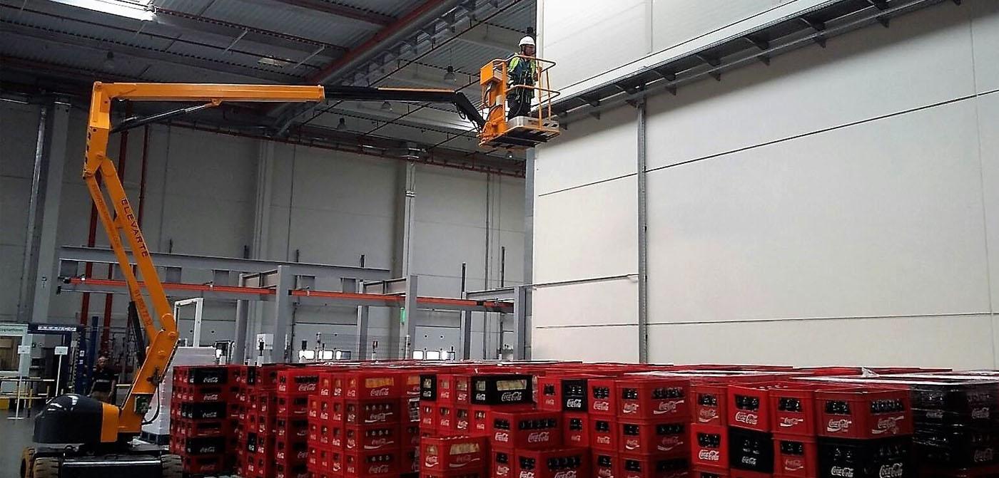 alquilar plataforma articulada eléctrica